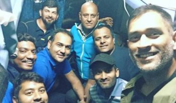 Dhoni in train - Jharkhand